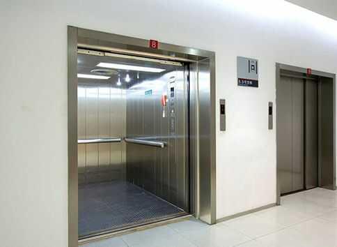 Vì sao lại cần phải có thang máy nâng hàng